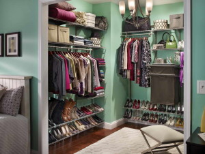 Closet-Organization-Tips-With-Green-Walls
